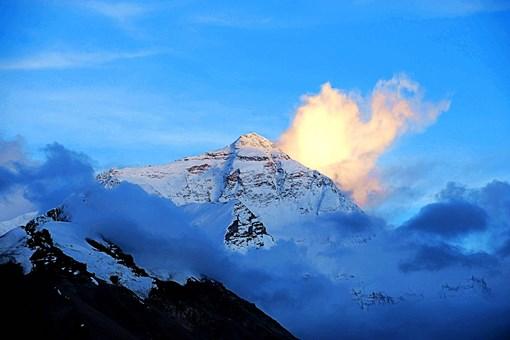 珠穆朗玛峰位于哪里