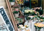 开花店需要多少钱?鲜花成本高吗?应该如何挣钱?