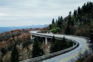 高速免费是按上高速时间还是下高速时间?2019年收费标准是多少?