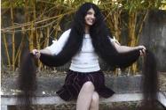女子190厘米秀发是怎么回事?多少年没剪才能长这么长?