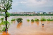 中国气象局连发三个预警!具体是怎么回事?附洪涝灾害成因和措施