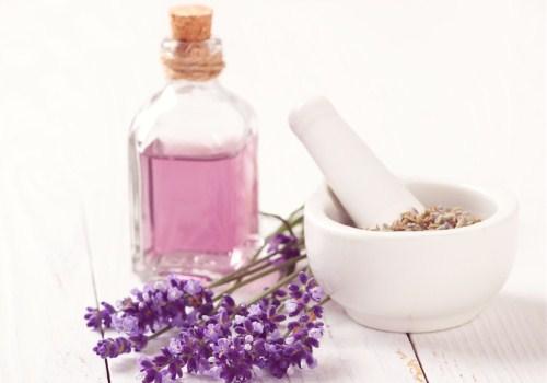 紫色的香水和花