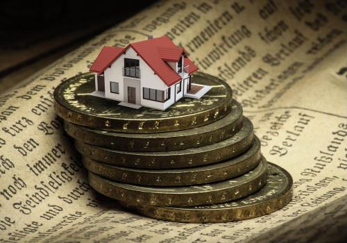 金钱支撑下的房屋