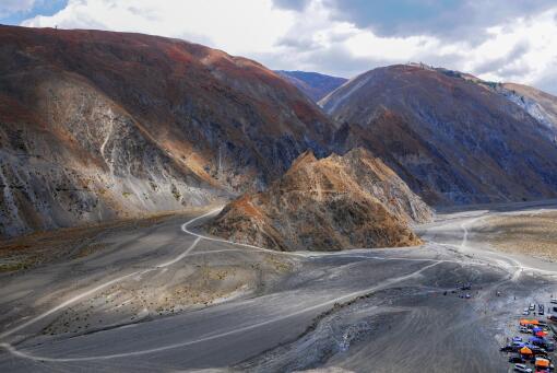 山体滑坡和泥石流有什么区别