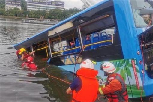 贵州坠湖公交车司机驾龄超20年 公交坠湖事故最新消息原因是什么