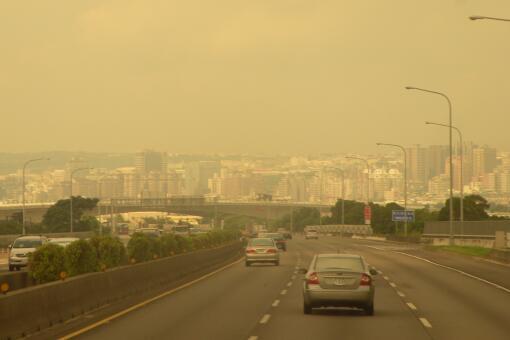 北方12省市出现大范围黄沙-摄图网