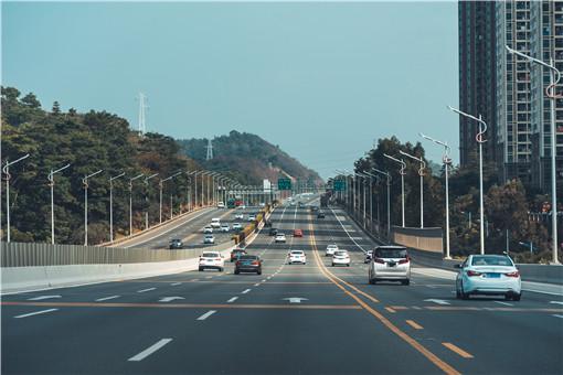 2021年清明节高速公路免费吗-摄图网